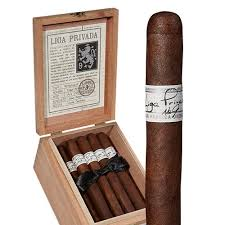 pic of individual Liga Privada no 9 and box of them