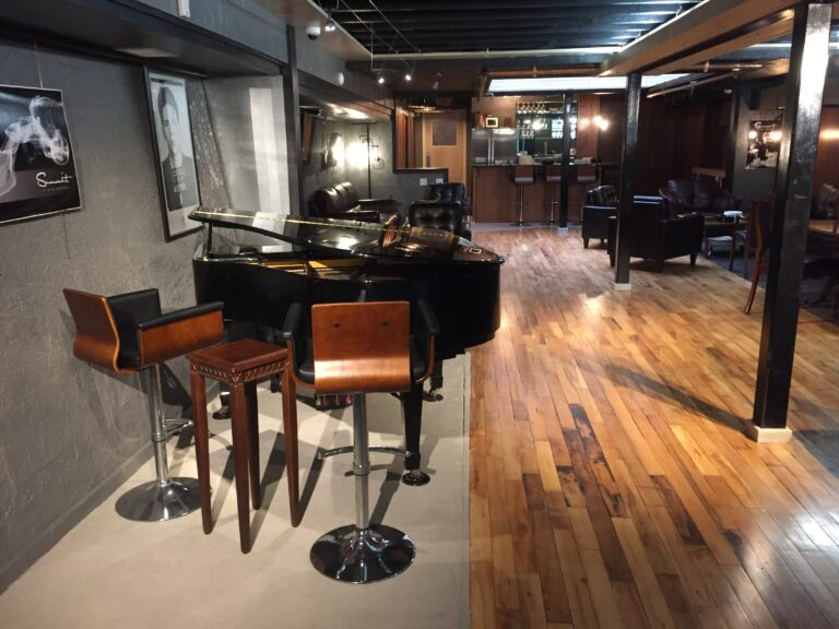 pic of the piano at the Summit